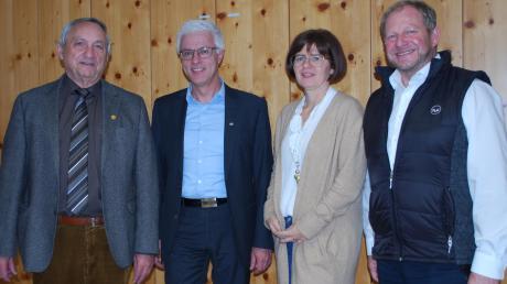 Auf den langjährigen TVG-Vorsitzenden und neuen Ehrenvorsitzenden Rudi Kaufmann (links) folgt beim TVG das Führungs-Trio mit Erwin Hegele (Zweiter von links), Alexandra Seifried und Georg Bamberger.