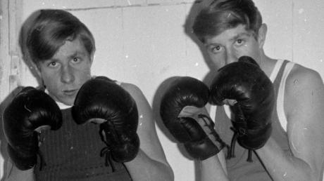 Die boxenden Zwillingsbrüder Herbert (links) und Walter Hochradel.