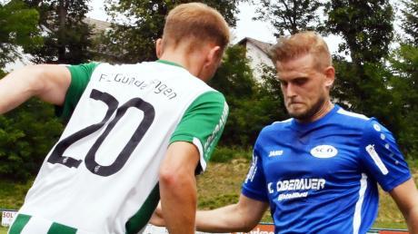 Benjamin Sturm (rechts) fällt beim SC Ichenhausen aufgrund einer Sperre lange aus.