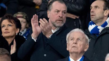 Schalke-Boss Clemens Tönnies freute sich in der Veltins Arena über den Sieg seiner Mannschaft.