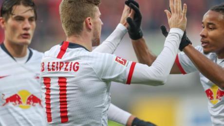 Leipzig lag durch ein Tor von Timo Werner (M) nach 26 Minuten schon 3:0 in Front, machte es am Ende aber noch spannend.