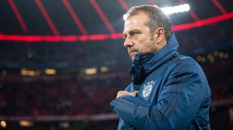 Kann trotz der Niederlage durch Leverksuen auf eine längere Amtszeit als Bayern-Trainer hoffen: Hansi Flick.