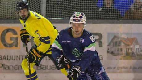 Ähnlich wie in der Vorsaison beim Gastspiel des ESV Türkheim (gelbe Trikots) in Lindenberg, so war auch die Auswärtspartie beim ERC Lechbruck eine Wasserschlacht auf dem Eis.