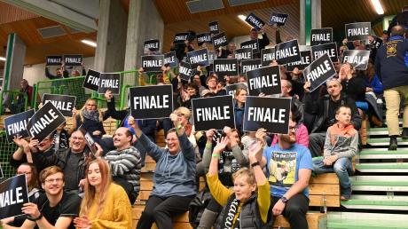 Frühzeitig haben sich die Luftpistole-Schützen des SV Waldkirch beim Heimkampf für das Finale um die deutsche Meisterschaft qualifiziert. Die Zuschauer in Burgau feierten gerne mit.