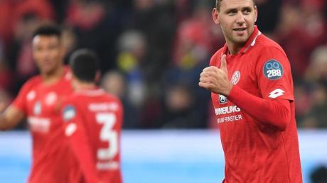 Der Mainzer Adam Szalai jubelt nach seinem Treffer zum 2:1 gegen Eintracht Frankfurt.