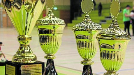 171 Jugendmannschaften nehmen an den Kreismeisterschaften im Futsal teil, den Siegern winken Pokale.
