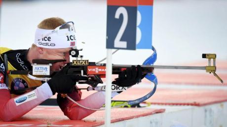 Norwegens Biathlon-Star Johannes Thingnes Bö beim Schießen.