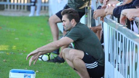 Auszeit auch für Stätzlings Trainer Andreas Jenik. Seine Mannschaft kann in der laufenden Saison eine gute Bilanz vorweisen. Auch im kommenden Jahr wird Jenik die Mannschaft trainieren – neue Ziele hat das Team bereits vor Augen.