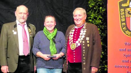 Hatten gut lachen (von links): Türkheims Gauschützenmeister Anton Egger, Sigrid Sauter und Bezirkspräsident Karl Schnell.