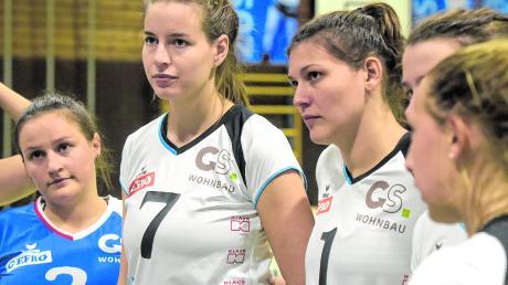 Enttäuschung spiegelt sich in den Gesichtern der Volleyballerinnen wider: (von links) Lynn Drigalski, Ekaterina Steber und Franziska Bender unterlagen mit der DJK Augsburg-Hochzoll.