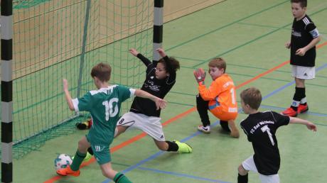 Ab dem Wochenende rollt der Futsal-Ball wieder in den Unterallgäuer Hallen. Dann spielen die Nachwuchskicker aus dem Landkreis wieder um die Unterallgäuer Hallenmeisterschaft. Den Auftakt machen die Vorrundenturniere in Pfaffenhausen, die der SC Unterrieden ausrichtet.