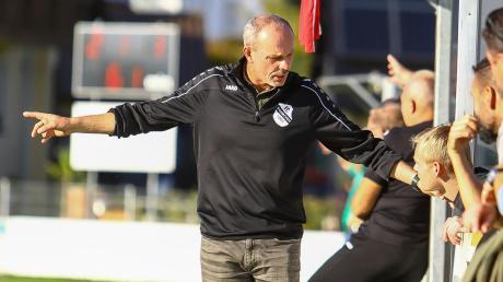 Gibt die Richtung vor: Gerhard Hildmann ist seit Saisonbeginn Trainer des FC Ehekirchen und belegt mit seiner Mannschaft den achten Platz in der Landesliga Südwest.