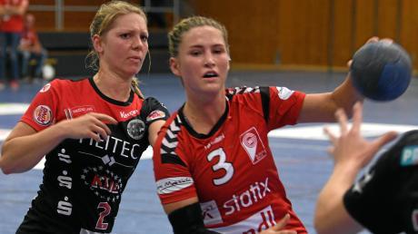 Wird sich auch gegen Stadeln in die Zweikämpfe werfen: Alena Harder vom VfL Günzburg (rechts).