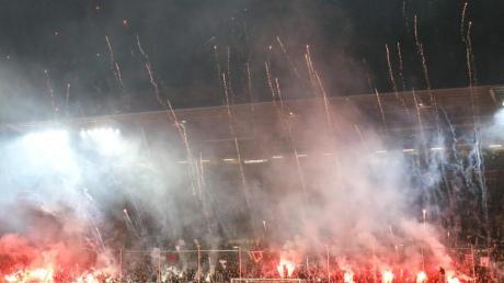 Pyrotechnik im Stadion könnte in Zukunft höhere Strafen nach sich ziehen.