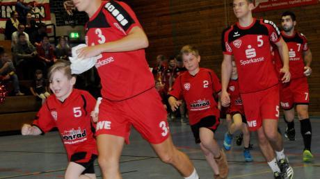 Yannik Kast (vorne) wird gegen Lauterstein zurück in den Vöhringer Handball-Kader rücken. Die Partie ist das letzte Heimspiel des Jahres.