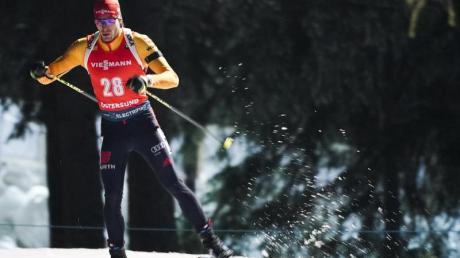 Die deutschen Biathleten um Arnd Peiffer haben im ersten Staffelrennen der Saison in Östersund nur den achten Platz belegt.