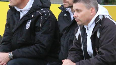 Ernste Minen der TSV-Trainer beim 1:1 in Pullach (von links): Andreas Schröter, Daniel Kerscher und Andreas Langer.