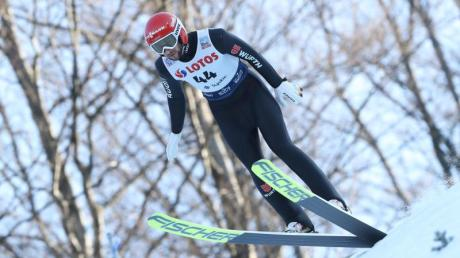 Skisprung-Weltmeister Markus Eisenbichler ist beim Weltcup im russischen Nischni Tagil im ersten Durchgang gescheitert.