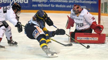 Königsbrunns Torfrau Jenny Harß zeigte in Waldkraiburg eine überragende Leistung und war der Garant für den Sieg beim Tabellenführer.