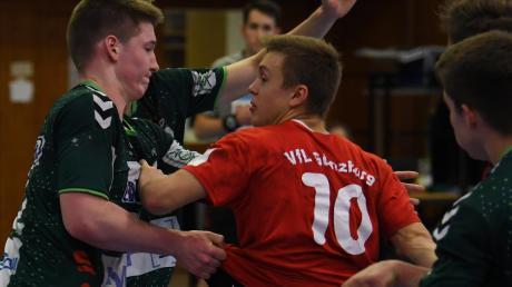 Auch sein eigener kleiner Fanklub nützte nichts: Lukas Bär (in rot) verlor mit dem VfL Günzburg deutlich gegen Göppingen.