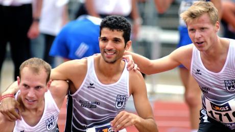 Die drei Ulmer Läufer Korbinian Völkl, Aimen Haboubi und Fabian Konrad (v.l.n.r.). Letzterer gewann den Auftakt der Oberschwäbischen Crosslauf-Serie.