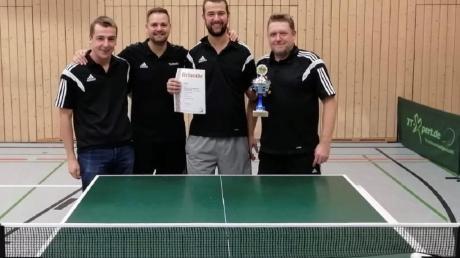 Freuten sich über den Pokalgewinn des SC Athletik (von links): Kevin Möhle, Timm Metzler, Robin Möhle und Thomas Eichberger.