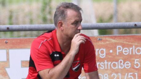 Dasings Trainer Jürgen Schmid wechselt im Sommer als Coach zum TSV Hollenbach. Dort tritt der 55-Jährige die Nachfolge von Christian Adrianowytsch an.