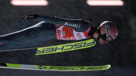Ist mit Deutschlands Skispringern in Klingenthal gefordert: Karl Geiger.