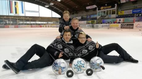 Sie belegten beim Jubiläumsturnier in Füssen den sehr guten zweiten Platz, die Stockschützen des SV Ottmaring. Liegend Valentin Gail (links) und Florian Eglauer, dahinter Volker Eglauer und ganz hinten Xaver Fendt.