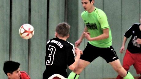 Ohne Gegentor blieb die SG Paar- und Eisbachtal (grüne Trikots), die auch gegen den SV Mering knapp mit 1:0 gewann.
