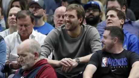 Mittlerweile unter den Zuschauern und nicht mehr auf dem Basketball-Court: Dirk Nowitzki.