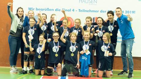 Große Freude bei der Mädchen der Schwabmünchner Handball D-Jugend. Bei der Mini-WM holte sie als Norwegen den Titel.