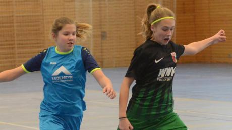 Vollen Einsatz werden die C-Juniorinnen – hier die der SG Rinnenthal (links) und des FC Augsburg – bei der Kreismeisterschaft in Friedberg zeigen.