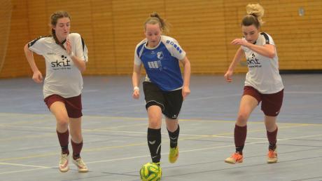 Fast nur hinterher liefen die Fußball-Damen des TSV Friedberg (weiß), hier beim 0:4 im Spiel gegen den BC Rinnenthal.