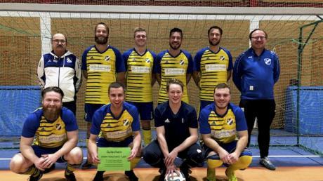 Der VfL Egenburg gewann das Hallen-Turnier um den Steinbrecher-Cup beim Kissinger SC durch ein 2:1 im Finale gegen Mering II.