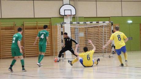 Zwischen dem TSV Nördlingen (grün) und dem SV Holzkirchen gab es beim Donau-Rieser Hallenmasters ein Endspiel der beiden besten Teams aus den Gruppen A und B. Der TSV gewann mit 2:1.