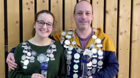 Die Schützenkönige der Merchinger Mandicho-Schützen: Lena Spicker, die ihr Triple aus dem Vorjahr wiederholte, und Daniel Bochtler, der zum ersten mal die Königskette überreicht bekam.