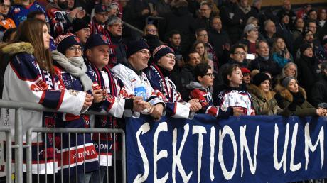 Wenn Burgau kommt, dann wird es voll im Neu-Ulmer Eisstadion. Unser Bild zeigt den Fanblock der Devils beim Spiel in der vergangenen Saison.