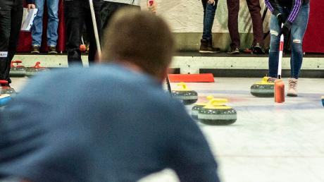 Die neue Sport-Attraktion in der Doppelstadt: Curling.