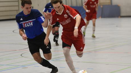 Die SpVgg Riedlingen (in Rot) und die SpVgg Deiningen haben sich beim Vorrundenturnier in Donauwörth für die Endrunde qualifiziert, die in Nördlingen stattfindet. Dort starten sie in unterschiedlichen Gruppen.