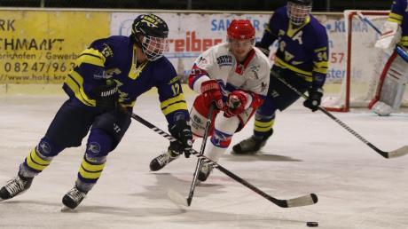 Das stark ersatzgeschwächte Team des ESV Türkheim (blau-gelb) hatte auch im zweiten Spiel  gegen den DEC Inzell das Nachsehen und schied damit im Viertelfinale des Pokals aus. Anders als in der laufenden Meisterschaft fehlte dem ESVT-Team diesmal die Durchschlagskraft und mentale Stärke.