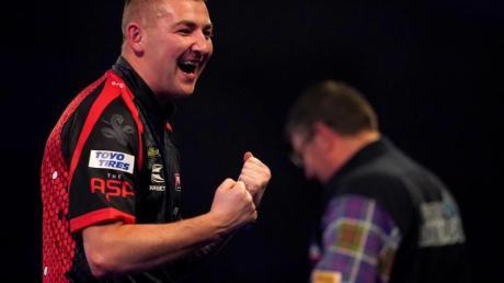 Nathan Aspinall beeindruckte bei der Darts-WM mit seinem Sieg gegen Gary Anderson.