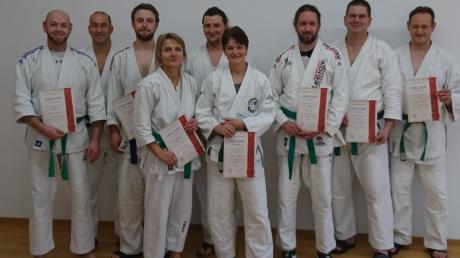 Insgesamt neun Ju-Jutsu-Kämpfer stellten sich in Neugablonz der Gürtelprüfung. Darunter waren auch vier Sportler des TSV Aichach.