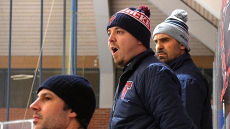 Am Freitag durften sich Trainer Robert Linke und sein Assistent Manfred Jorde (dahinter) noch über den Derbysieg freuen, am Sonntag setzte es für die Devils die erste und einzige Niederlage in der Hauptrunde.