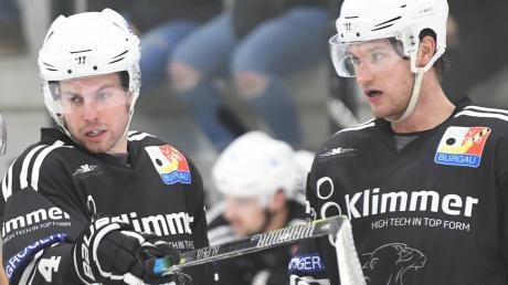 Kommunikationsbedarf dürften die Eisbären (hier Pascal Rentel und Danny Grünauer) nach der Pleite in Fürstenfeldbruck reichlich haben.