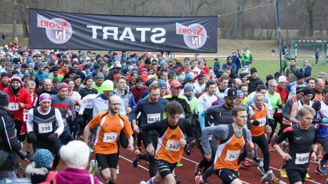 Auf los geht's los: Auch bei der 45. Auflage des Neuburger Silvesterlaufes waren die Teilnehmer mit vollem Einsatz bei der Sache.