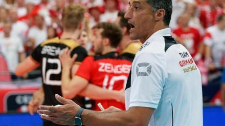Trainer Andrea Giani will sich mit den deutschen Volleyballern für die Olympischen Spiele qualifizieren.