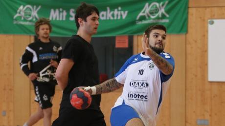 36 Handballspiele finden am Wochenende beim Drei-Königs-Turnier in der Maristenhalle statt. Mit dabei ist auch wieder eine Mannschaft aus Mindelheims Partnerstadt Schwaz (weiß-blaue Trikots). Sie gilt als Favorit auf den Turniersieg.
