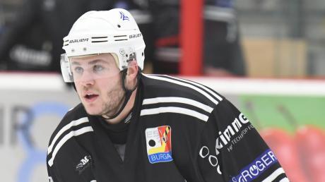 Stürmer Nicholas Becker geht mit dem ESV Burgau ins letzte Spiel der Vorrunde. Gegner Forst steht ebenfalls in der Abstiegsrunde.