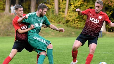 Die hiesigen Fußball-Bezirksligisten wie Burlafingen und Tiefenbach könnten in Zukunft Gegner aus anderen Bezirken bekommen.
